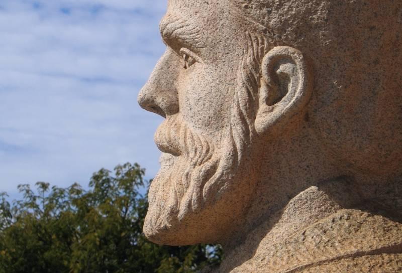 Standbeeld van Piet Retief op het Voortrekkersmonument in Pretoria - cc