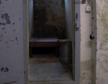 Cel in de Stasigevangenis in Hohenschönhausen (Publiek Domein - wiki)