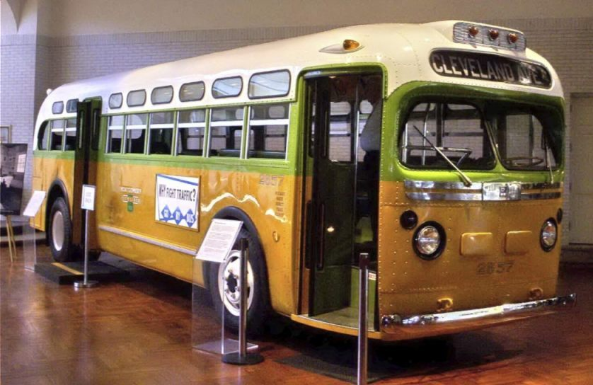 De bus waarin Rosa Parks weigerde haar zitplaats op te geven (CC BY-SA 3.0 - Rmhermen - wiki)
