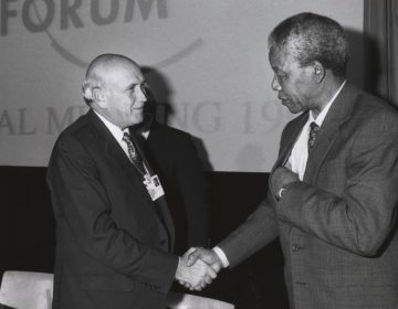 Frederik Willem de Klerk (links) en Nelson Mandela in 1992. - CC BY-SA 2.0 / World Economic Forum / wiki