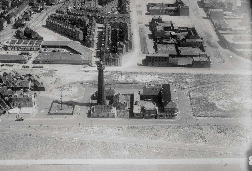 De vuurtoren van Scheveningen, tussen 1920 en 1940 (CC BY-SA 4.0 - NIMH - wiki)