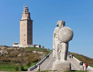 Breogán en de Herculestoren (CC BY-SA 3.0 - Luis Miguel Bugallo Sánchez - wiki)