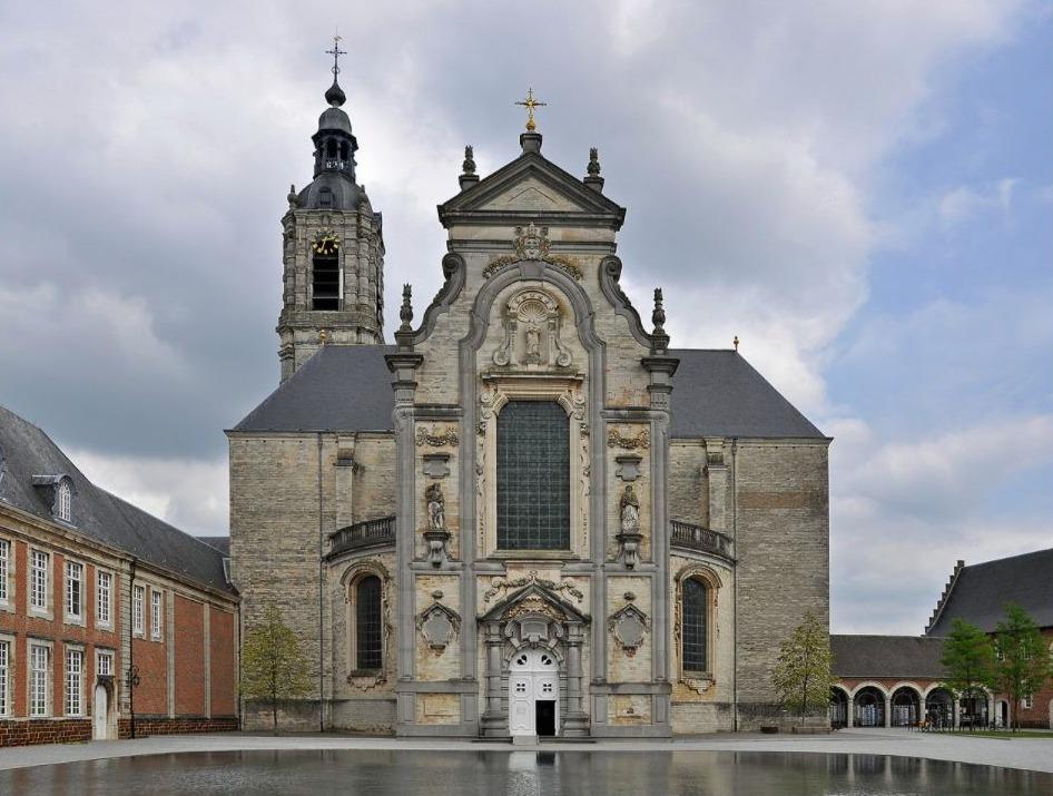 Averbode - Voorzijde van de abdijkerk