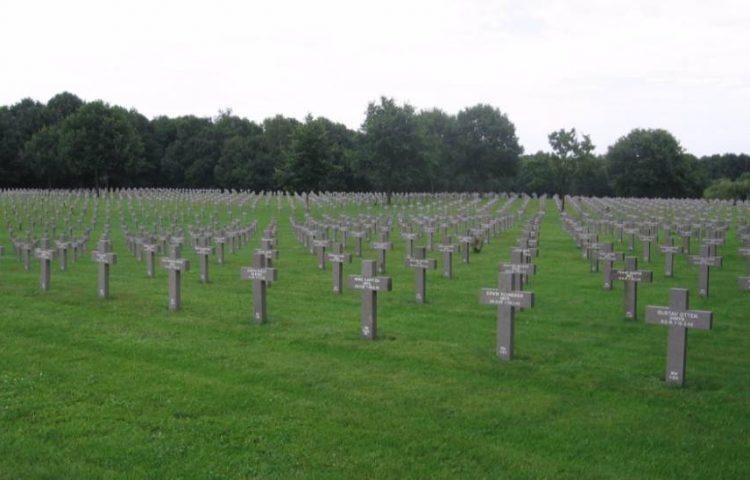 Duitse militaire begraafplaats in Ysselsteyn - cc