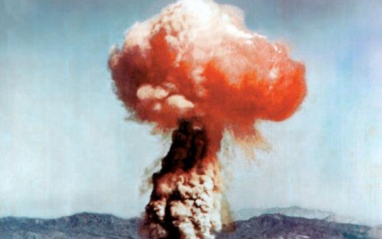 Paddestoelwolk na een aanval met een atoombom