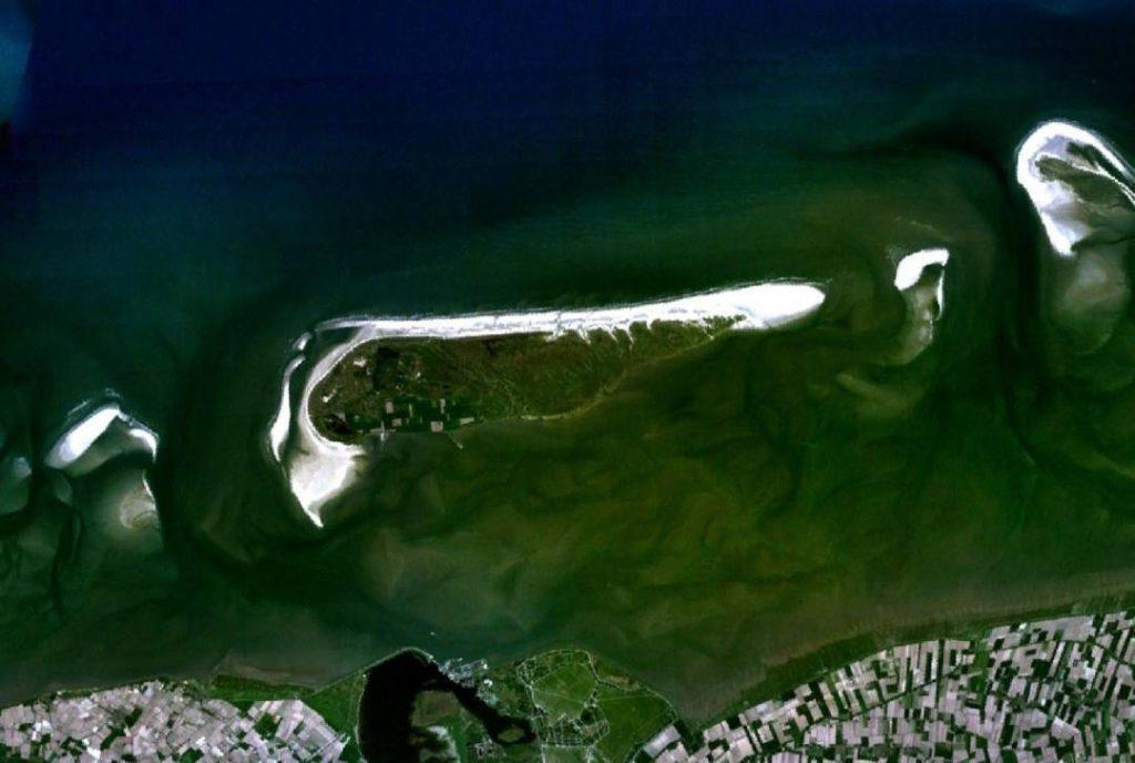 Schiermonnikoog vanuit de ruimte gezien (Publiek Domein - NASA)