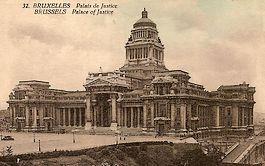 Oude ansichtkaart met daarop het Paleis van Justitie