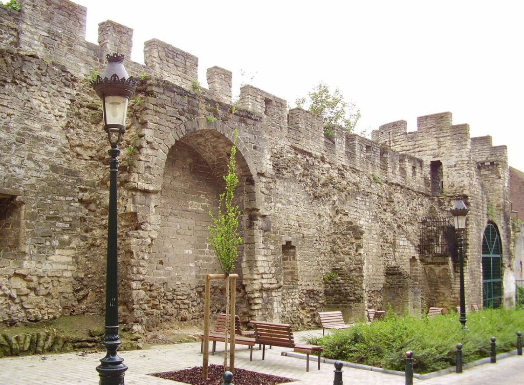 Deel van de eerste omwalling van Brussel, uit de dertiende eeuw bij de Rue de Villers