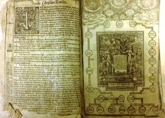 Pagina's uit een oude King Jamesbijbel