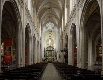 Interieur van het schip van de Onze-Lieve-Vrouwekathedraal van Antwerpen (CC BY-SA 3.0 - Johan Bakker)