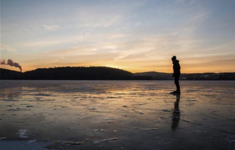 Schaatser op het ijs (CC0 - Pixabay - kostiolavi)