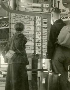 Reizigersinformatie Utrecht CS rond 1935 – Foto: Collectie Spoorwegmuseum