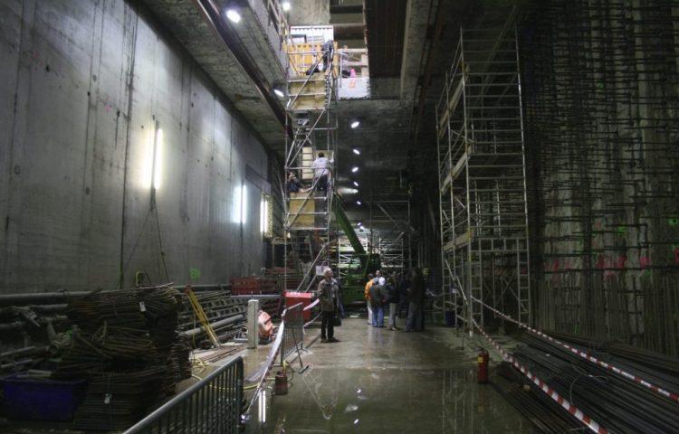 Het diepste niveau van station De Pijp, ca. 30 meter onder straatniveau, mei 2011. (CC BY-SA 3.0 - Mojito - wiki)