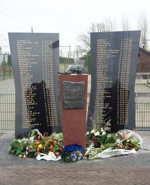 Monument ter nagedachtenis aan de treinramp bij Harmelen (CC BY-SA 3.0 - wiki)