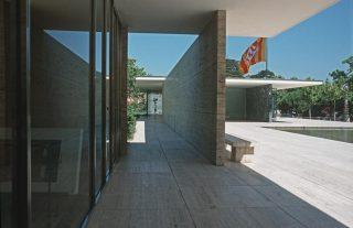 Barcelona - Duits paviljoen (1929, herbouw uit 1999) - Ludwig Mies van der Rohe (CC BY-SA 3.0 - wiki)