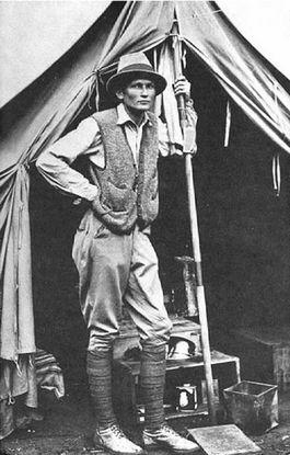 Hiram Bingham III in zijn tent bij Machu Picchu, 1912