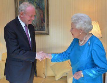 Latere ontmoeting tussen McGuinness en koningin Elizabeth, 2014 (CC BY 2.0 - Northern Ireland Office)