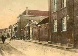 Koloniaal Werfdepot aan de Smeepoortstraat, Gelderse Munt – Oude ansichtkaart, ca. 1900