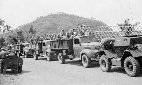 Militaire colonne tijdens de eerste politionele actie – Foto: Tropenmuseum