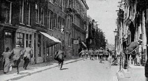 Politie in actie bij het Aardappeloproer in Amsterdam in 1917 (Bron: Wikimedia Commons)