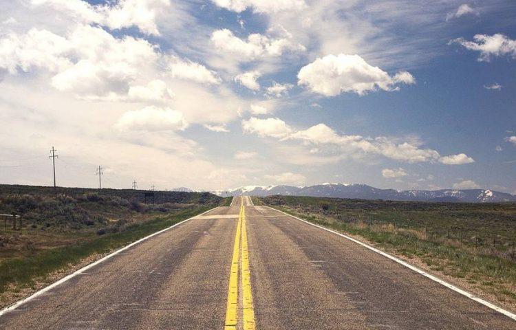 Weg in Amerika (CC0 - Pixabay - RyanMcGuire)
