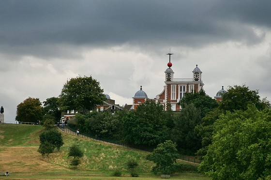 The Royal Observatory in Greenwich, Londen, met de rode tijdbal op het dak - Foto: CC/Steve F-E-Cameron