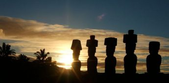Wandelende beelden op Paaseiland