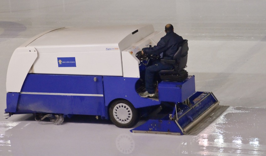 Frank Zamboni - Foto van een willekeurige ijsdweilmachine - cc/ Myrabella