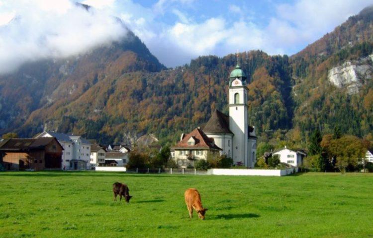 Het kerkje in Näfels – Foto: CC/Marco Zanoli
