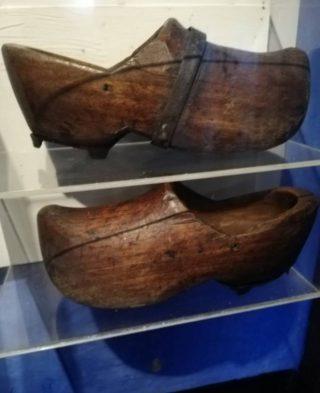 Klompen van Klaas Bording in het Zuiderzeemuseum