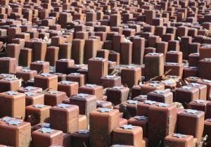 Monument van de 102.000 stenen in voormalig Kamp Westerbork, ter herinnering aan de 102.000 Joden en enkele honderden Roma en Sinti die van Westerbork naar de vernietigingskampen werden gebracht – Foto: CC/Onderwijsgek