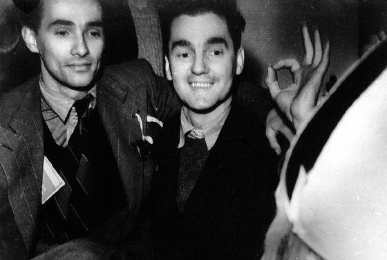 Frank Coslett (l) en Czeslaw Oberdak op de 'laatste leuke avond van zijn leven'