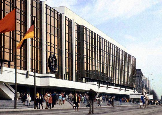 Palast der Republik in Oost-Berlijn, 1976 – Foto: CC