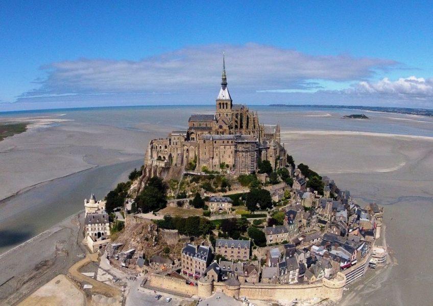 Mont-Saint-Michel gezien vanuit de lucht - cc