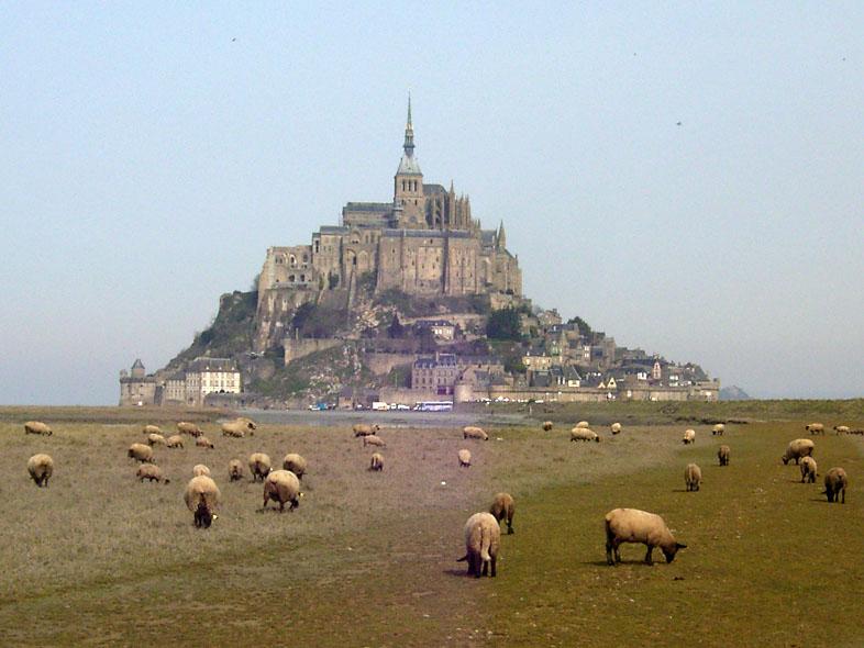 Zicht op Mont-Saint-Michel in 2004 - cc