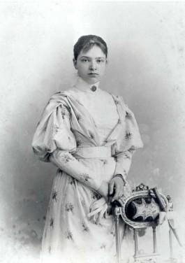 Lita de Ranitz – foto door Adolphe Zimmermans, Den Haag, ca. 1896 (Collectie Besier-Thomassen à Theussink van der Hoop, Den Haag)