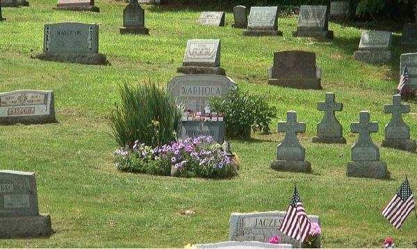 Webcam-beeld van het graf van Andy Warhol
