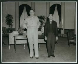 Douglas MacArthur en Hirohito