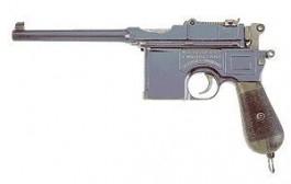 Een Mauser C96. Met een dergelijk wapen, uitgeleend door Gerard Reeskamp, werd het dodelijke schot op Hanje Zijlstra gelost.