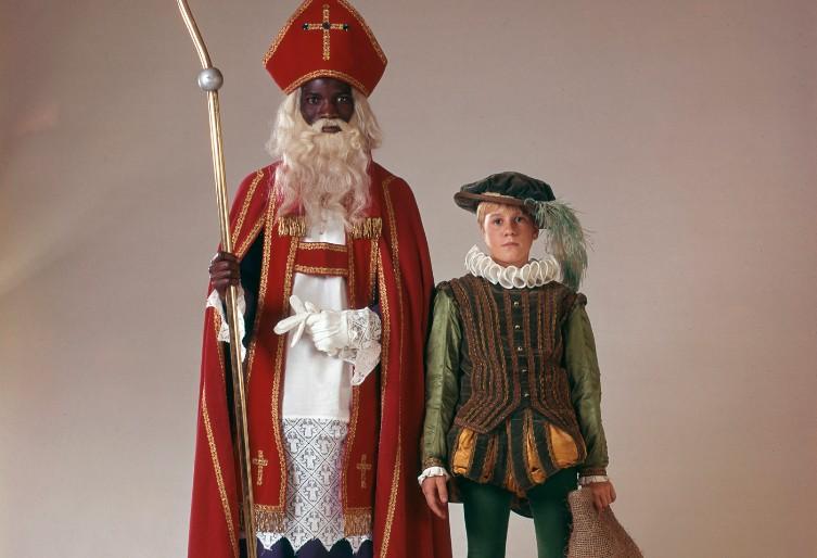 Zwarte Sint en Witte Piet - Foto: Nationaal Archief / Spaarnestad Photo / De Boer