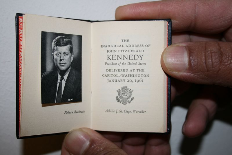 The Inaugural Adress of John Fitzgerald Kennedy, President of the United States. Worcester: Achille J. St. Onge, 1961, 1963 -  7 x 5 cm. - Museum Meermanno