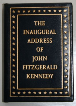 The Inaugural Adress of John Fitzgerald Kennedy, President of the United States. Worcester: Achille J. St. Onge, 1961, 1963 – 7 x 5 cm. – Museum Meermanno