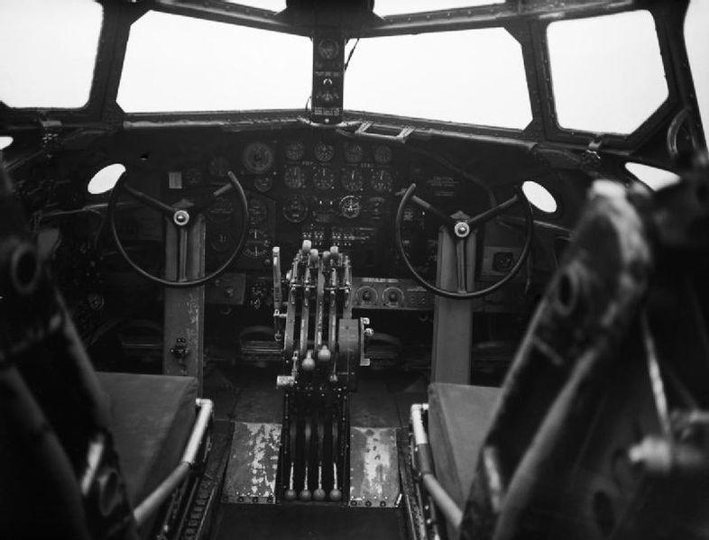 Cockpit van de Short Stirling - Foto: Wiki