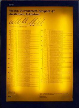 Geel bord op het station van Amersfoort - Foto: Wiki