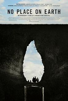 Officiële filmposter van No Place on Earth