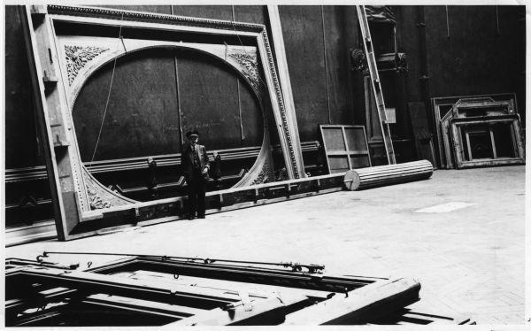 Lege schilderijlijsten na de evacuatie van het Louvre in 1939. (Bron: Lynn Nicholas)