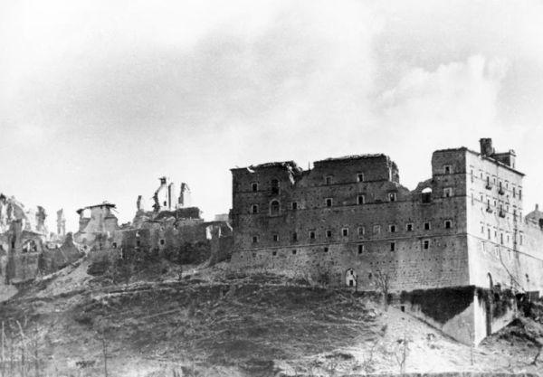 De ruïne van de abdij van Monte Cassino. - Foto: Bundesarchiv
