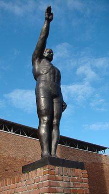 Beeld van Gra Rueb voor het Olympisch Stadion (Wiki)