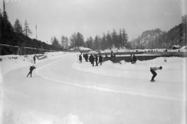 Schaatswedstrijd tijdens de Winterspelen van 1928 in Sankt Moritz - Foto: CC / Bundesarchiv