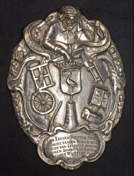 Zilveren gildeplaat van het Sint Josephs- of timmermansgilde door H.C. Brechtel, 1667 – Haags Historisch Museum